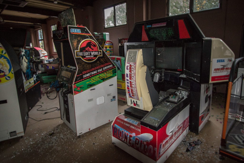 An image of the various game machines in the arcade at Nara Dreamland
