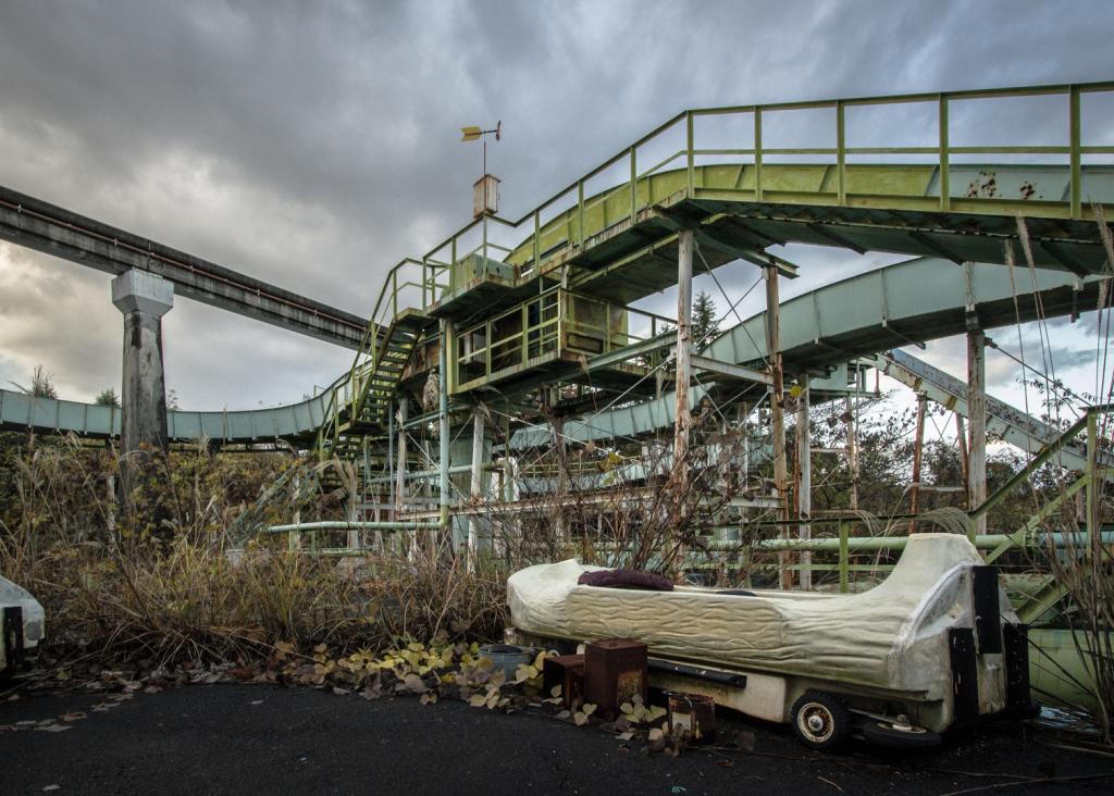 Image beside the Log water ride at Nara Dreamland