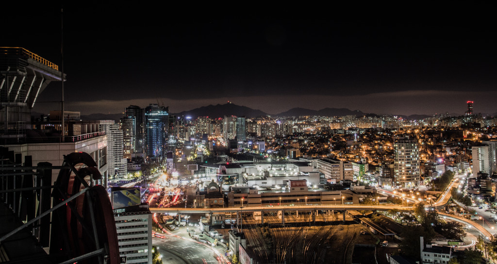 A photo overlooking the skyline of Seoul taken while rooftopping at night.