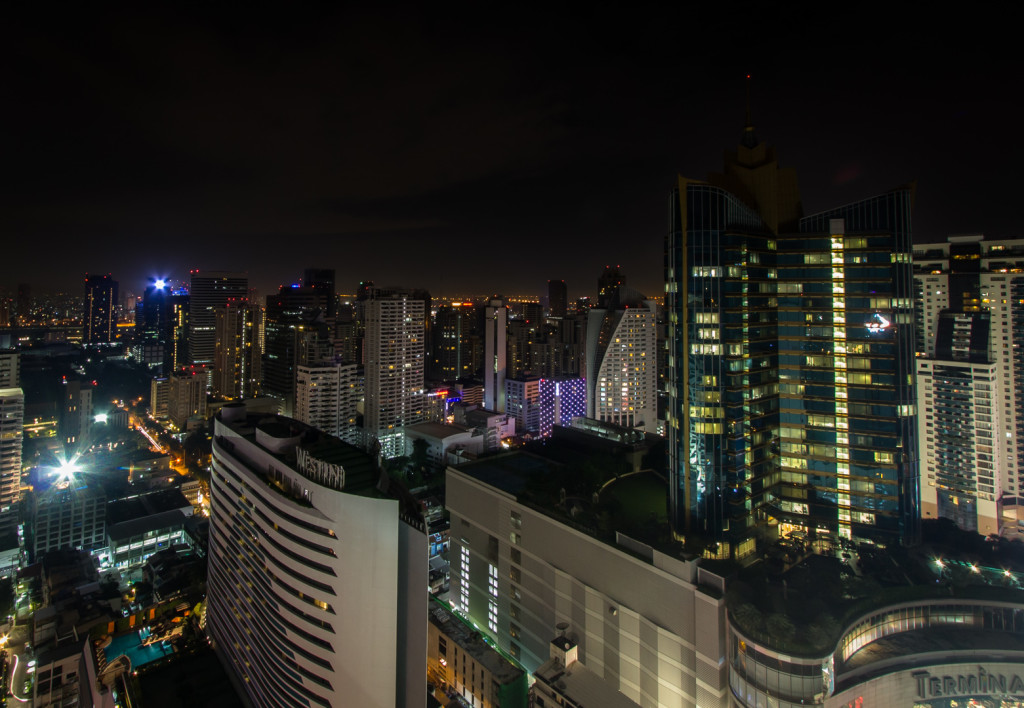 Image of Sukhumvit road in Bangkok at night