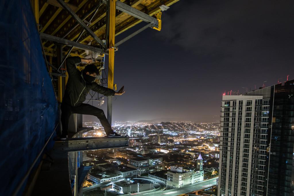 Ninja rooftopping in San Francisco at night